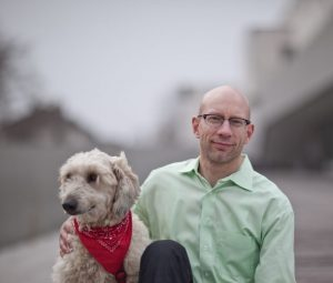 Ergotherapie Praxis Darmstadt Markus Michl mit Therapiehund Marie